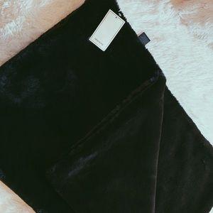 H&M Home Black Faux Fur Throw (new)